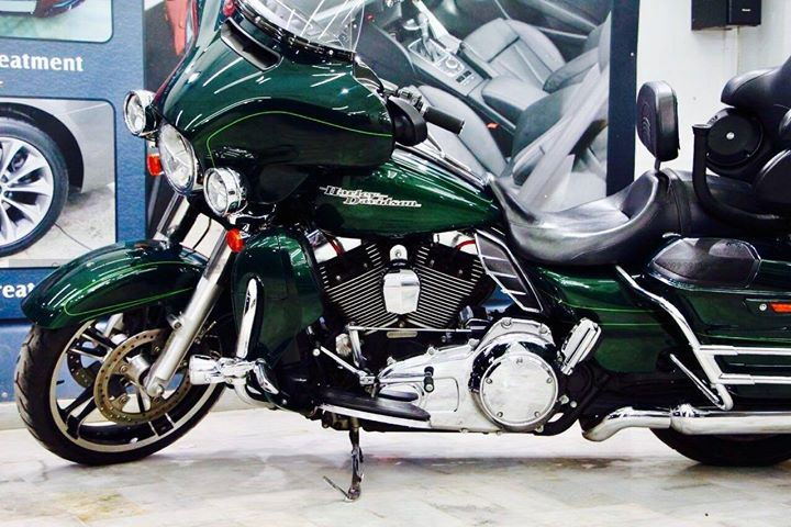 Harley Street Glide  got ''Diamond Coated''  Benefits-  ♦️100% Original & Patented Product from 'Creative Motors' ♦️Highly Glossy Layer ♦️Durability (lasts up to 2-5 years) ♦️Immediate Paint Protection ♦️Cost-Effective Solution ♦️Remove Hairline Scratches & Water-spots ♦️Ease of Maintenance  ♦️No need to Wax and Polish again ♦️Strong After-Sale Support & Free Advice ♦️Save time, Effort and Money  Address :-  1&2, Ground Floor. Urvashi Complex, Mithakhali Cross roads, Navrangpura, Ahmedabad, India 380009  CAll - 99099 99135  #creativemotors #cardetailing #ahmedabad #carwashanddetailing  #carspa #microdetailing #GlassCoatedTreatment #glasscoated